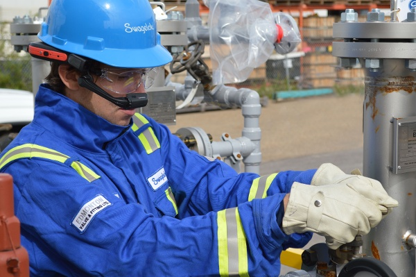 With Augmented Reality Headsets, Swagelok Field Service Technicians Assist from Miles Away