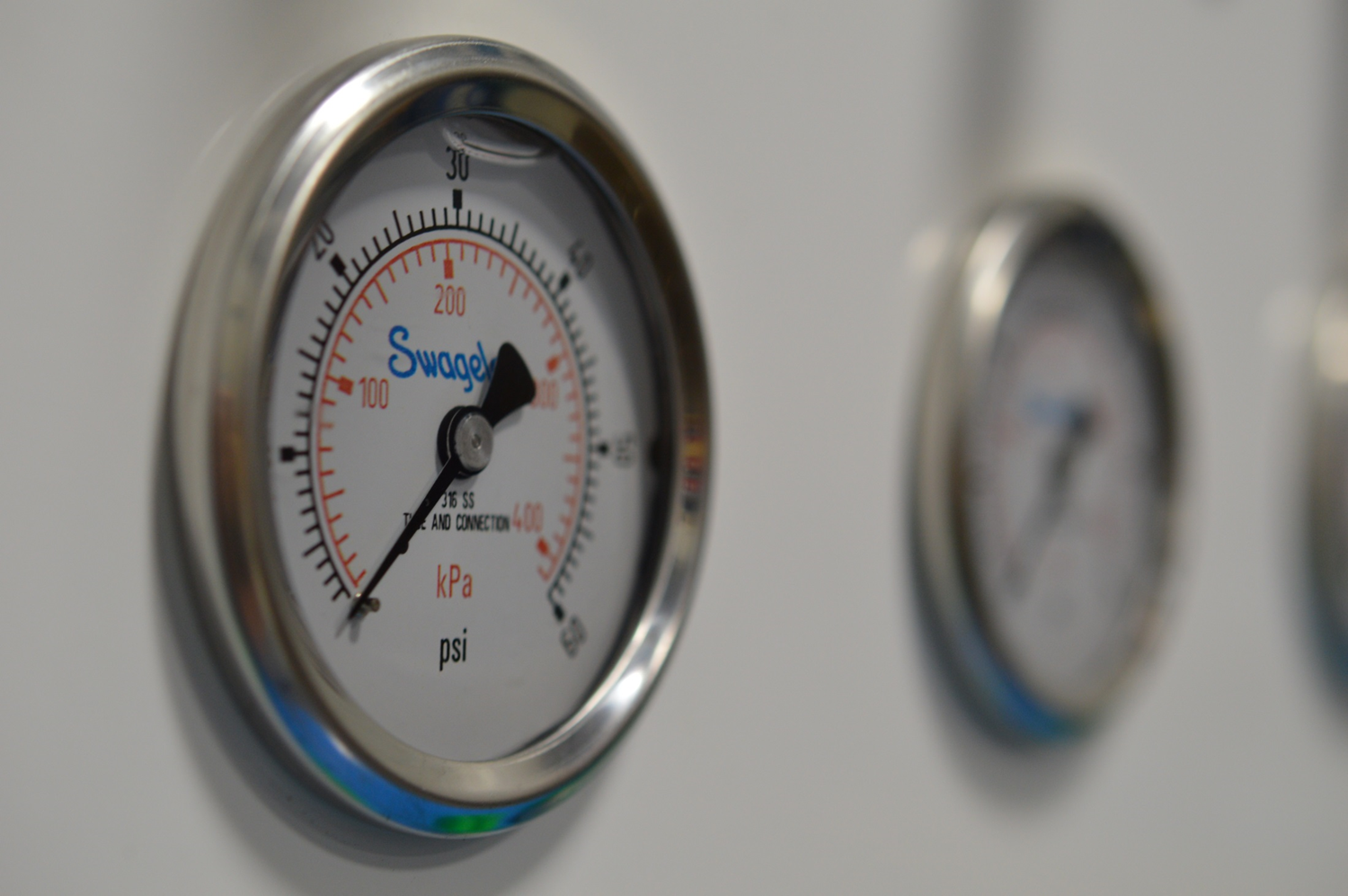 Does Your Swagelok Pressure Gauge Need a Fill-Up? Not Always